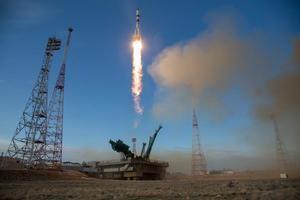 El carguero espacial Progress MS-14, que se acopló con éxito esta mañana a la Estación Espacial Internacional, EEI.