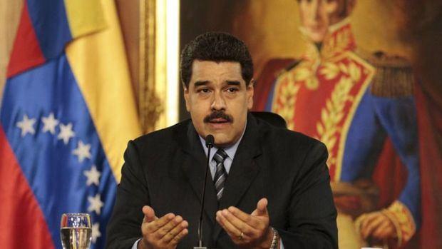 Maduro vota con promesas de cambios y nuevo diálogo en Venezuela