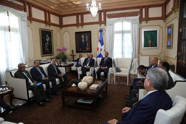 Presidente Danilo Medina se reúne con titulares de instituciones del sector eléctrico
