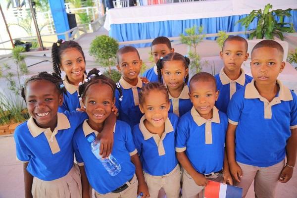 Más de 900 alumnos del sector Brisas del Este reciben nueva Escuela Básica