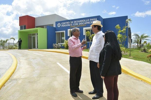 Gustavo Montalvo supervisa nuevas instalaciones de Ciudad Juan Bosch