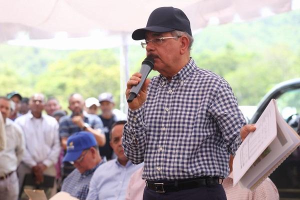 Danilo Medina promete ayuda productores cacao y ganaderos