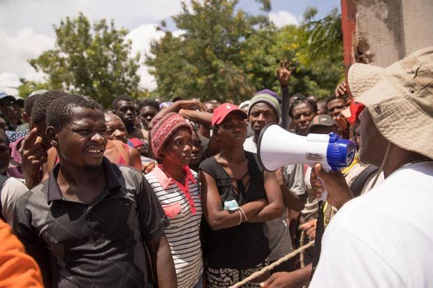 El hambre genera desórdenes durante el reparto de comida tras el sismo en Haití