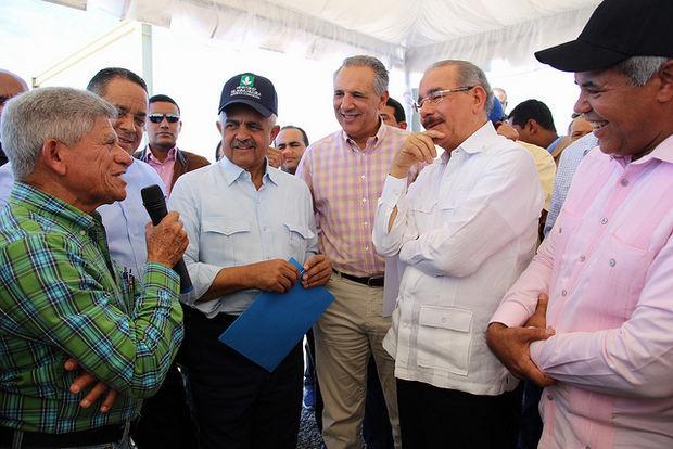 Medina supervisa proyectos agropecuarios y artesanales Peravia y S.Cristóbal