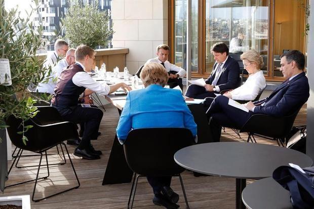 Una intensa jornada de reuniones y encuentros bilaterales para alcanzar un buen acuerdo para España y para el conjunto de la UE.