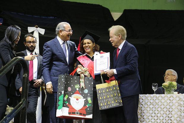 Presidente Danilo Medina encabeza graduación de más de 30 mil técnicos de Escuelas Vocacionales FF. AA. y P. N.