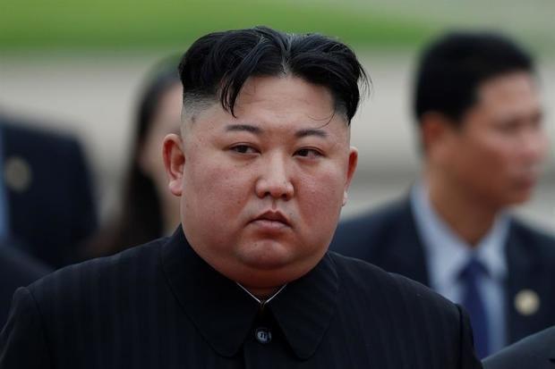 """Kim Jong-un felicita a Xi Jinping por su """"éxito"""