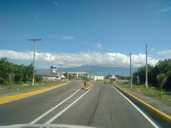 Obras Públicas señaliza vía cruce de Cabral aeropuerto María Montez
