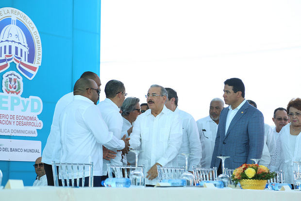 Medina entrega en Puerto Plata planta de tratamiento y emisario submarino