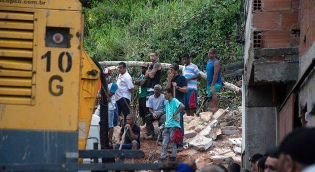 Cuatro menores mueren víctimas de deslizamientos por aguaceros en Sao Paulo
