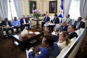 Danilo Medina en reunión con responsables de instituciones que tienen que ver con recursos hídricos.