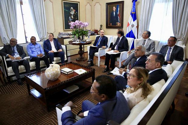 Presidente Medina se reúne con responsables recursos hídricos y meteorología para dar seguimiento a sequía