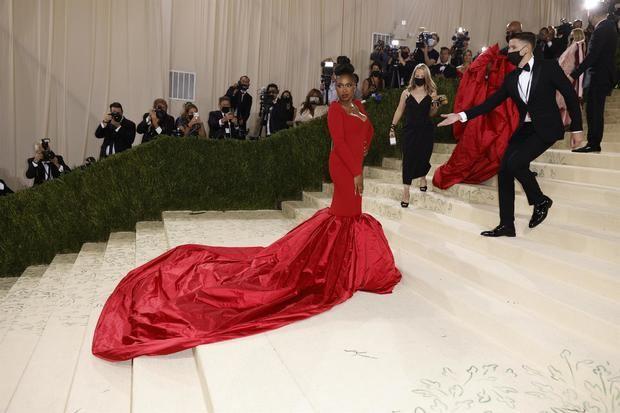 La actriz y cantante estadounidense Jennifer Hudson fue registrada este lunes al posar a su llegada a la alfombra roja de la gala benéfica del Museo de Arte Metropolitano (Met) de Nueva York, en Nueva York, NY, EE.UU.
