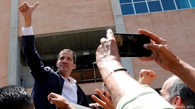Guaidó designa a un exministro, economista de Harvard, como enviado ante el BID