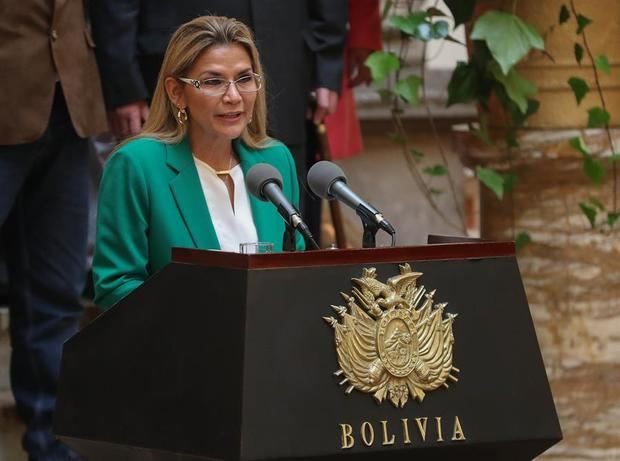 Añez pide la renuncia de sus ministros en vísperas del registro de candidatos