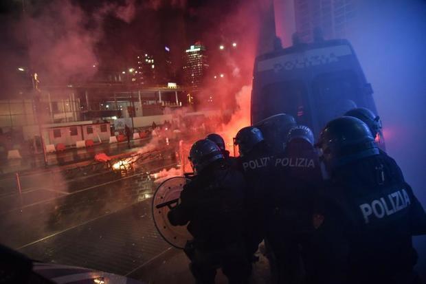Disturbios en varias ciudades italianas ante de los cierres para evitar contagios