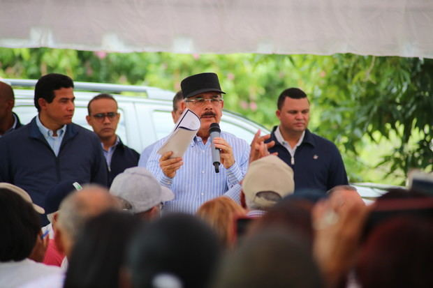 El presidente Danilo Medina se preocupó y ocupó de las necesidades de la Asociación de Productores de Mango de San Cristóbal (ASOPROMASA), cuyos socios recibieron apoyo para el mantenimiento de 3,200 tareas..