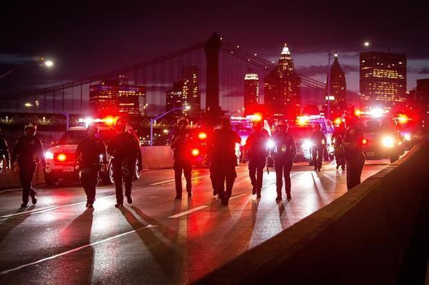 EE.UU. vive una nueva noche de disturbios cuando se cumple una semana de la muerte de Floyd
