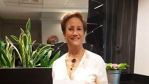 Doctora Florinda Rojas con reconocimiento.