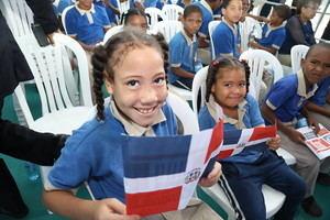 Estudiantes de la Escuela Básica Domiciano Matos .