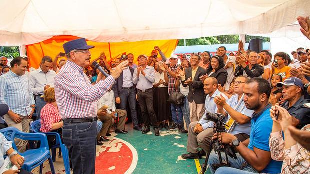 El presidente Medina se dirige a los presentes.