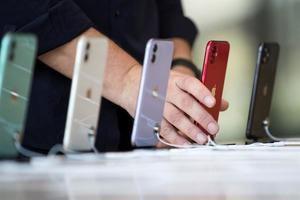 El reporte, elaborado por Analysis Group y avalado por Apple, suma la facturación proveniente de las descargas de aplicaciones y cualquier transacción financiera realizada a través de iShop.
