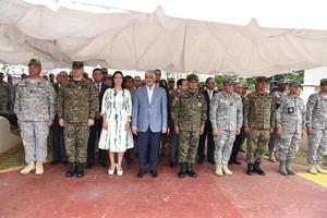 Canciller y ministro de Defensa despiden misión humanitaria dominicana enviada a Bahamas.