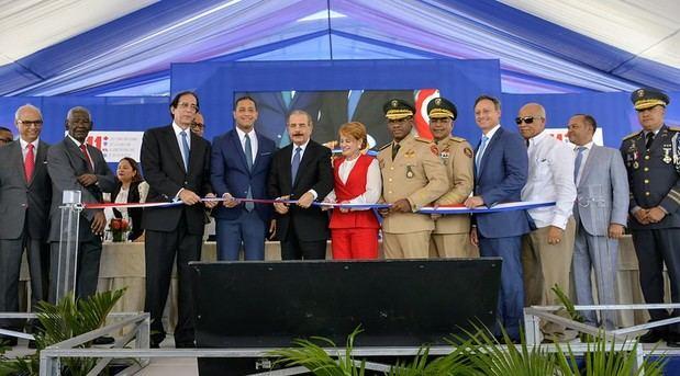 Presidente Danilo Medina deja en funcionamiento Sistema 911 en San Juan