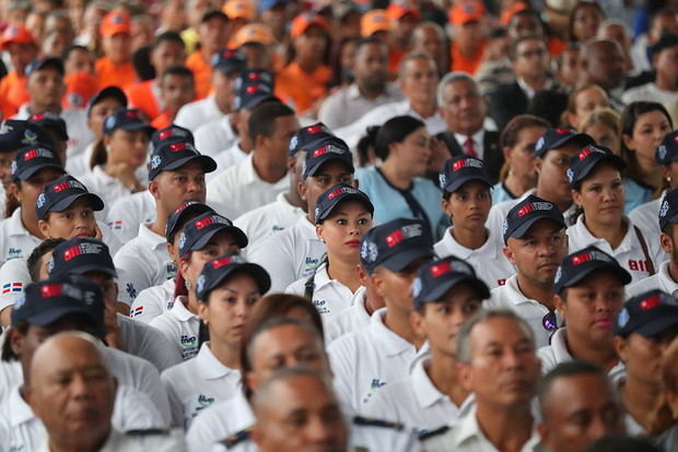 Presidente Danilo Medina deja en marcha el Sistema 911, en Azua, con 660 nuevos colaboradores y 123 vehículos