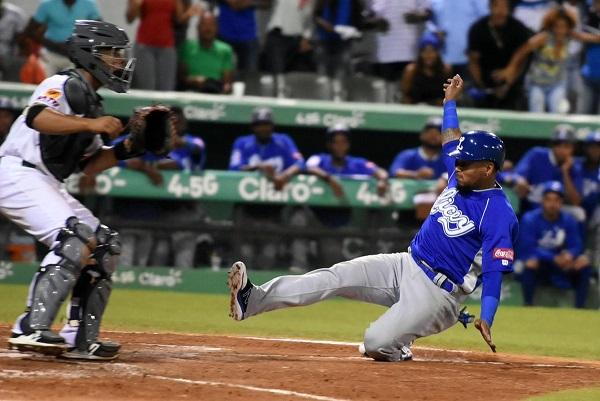 Tigres y Leones logran victorias y complican la tabla en béisbol dominicano