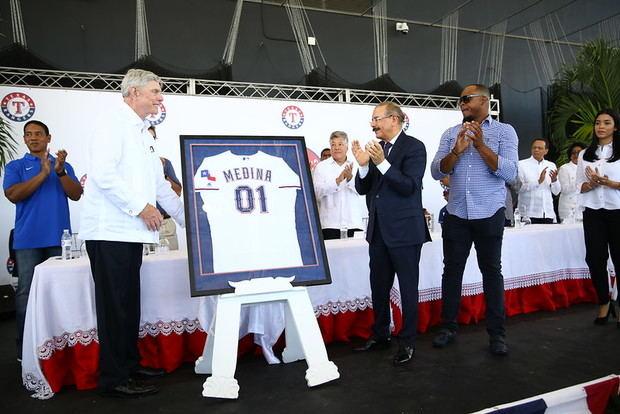 Acto de inauguración encabezado por el presidente Danilo Medina y ejecutivos del equipo de Grandes Ligas de Beisbol Rangers de Texas, por el inicio de operaciones de su nueva Academia de Béisbol en la República Dominicana.