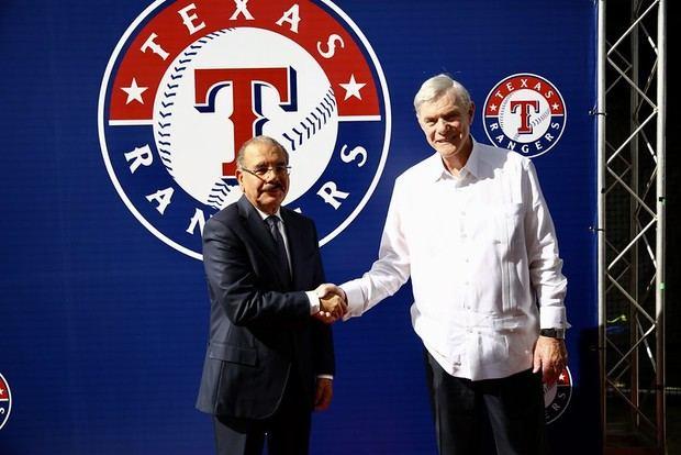 Presidente Danilo Medina asiste a inicio operaciones de academia de beísbol Rangers de Texas