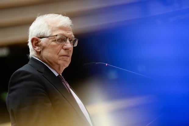 Borrell aboga por apoyar y proteger a los medios para defender la democracia