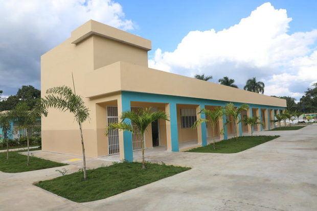 Presidente Medina entrega nuevo centro educativo de 29 aulas en el municipio de Guerra