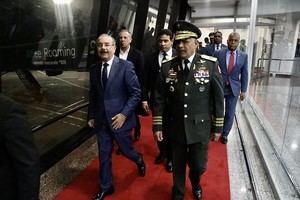 El jefe de Estado dominicano partió hacia la nación europea, en un vuelo comercial, desde el Aeropuerto Internacional de Las Américas José Francisco Peña Gómez.