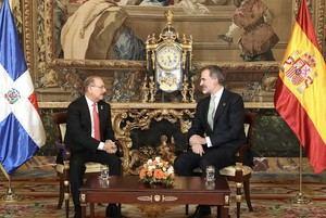 Rey Felipe VI acompañado del presidente de la República Dominicana, Danilo Medina Sánchez, durante audiencia en el Palacio Real de Madrid, España.