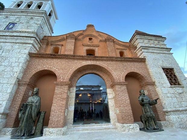 Inauguran los trabajos de remodelación de la iglesia de Santa Bárbara