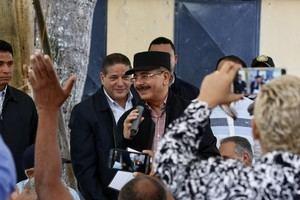 En Visita Sorpresa a pescadores de La Romana, Danilo Medina dispone donación 30 embarcaciones y camión refrigerado modernizarán pesca.