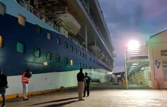 Autoridades permiten atraque de crucero para regreso de 32 dominicanos