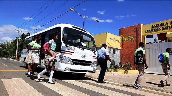 Ministerio de Educación ha entregado 32 nuevos autobuses