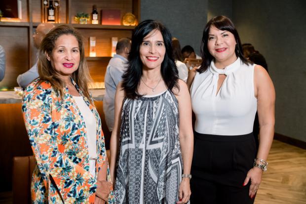 Mary Ledesma, Patricia Ramos y Elizabeth Pérez.