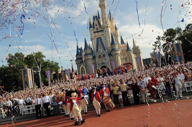 Fanáticos de Disney agotan en pocas horas las reservas para la reapertura en Orlando