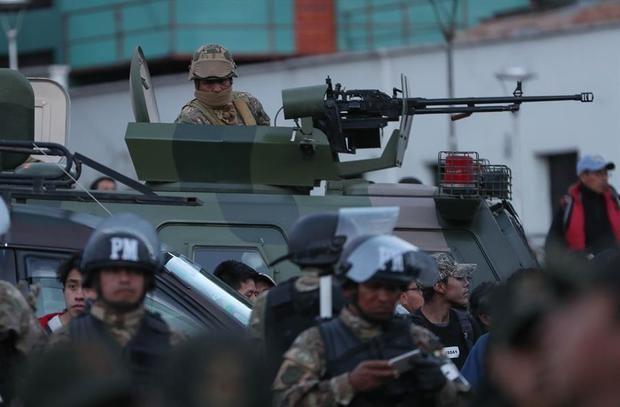 El partido de Evo Morales reclama que se retiren los militares de las calles