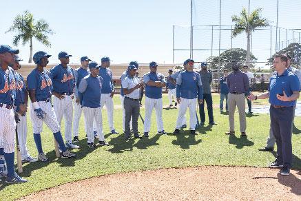 Ejecutivos de los Mets realizan visita a academia de Boca Chica