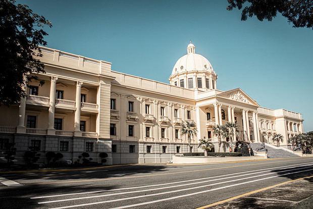 Abinader designa abogados para recuperar bienes sustraídos al Estado