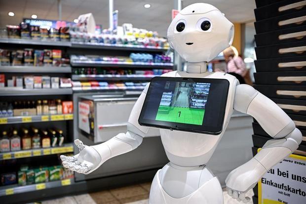 El robot 'Pepper' en un supermercado en Lindlar, Alemania.