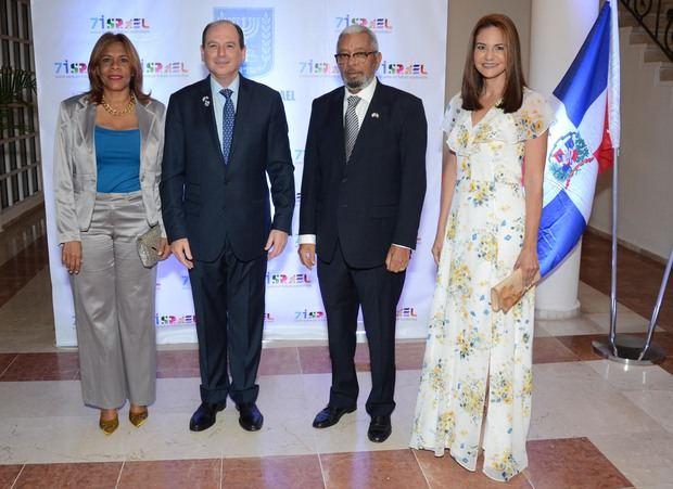 Sra. Ivelisse Villegas, Embajador de Israel Daniel Biran, Consul Honorario de Israel Ricardo Rodriguez y Sra. Celeste Pérez.