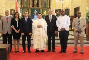 Misa con miembros de INEFI.
