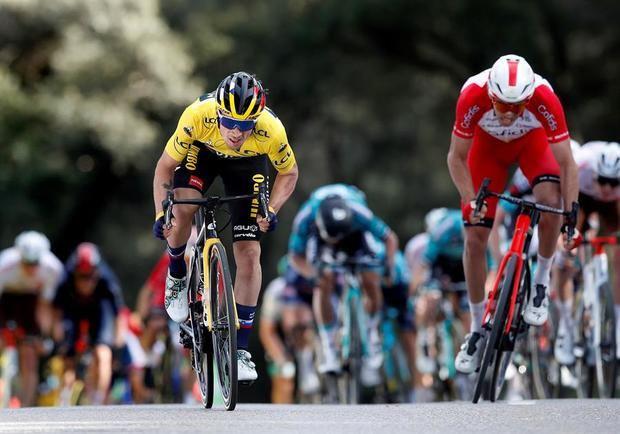 Ciclista Primoz Roglic imponente hace doblete con autoridad y refuerza el liderato