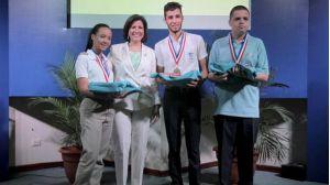 Vicepresidenta y estudiantes